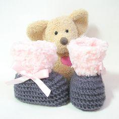 Chaussons bébé tricotés gris et roses taille naissance à 3 mois Tricotmuse : Mode Bébé par tricotmuse