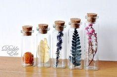 Glass bottles with dried flowers - lingke on Etsy Bottle Jewelry, Bottle Charms, Bottle Necklace, Bottle Art, Wing Necklace, Flower Crafts, Flower Art, Flower Ideas, Diy Fleur
