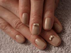 ☆マットベージュ+プチりぼん☆の画像 | パリのネイルサロン Bijoux nails Paris