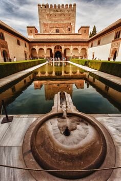 All About Spain, British Overseas Territories, Mediterranean Architecture, Cities, Granada Spain, Grenade, Le Palais, Islamic Architecture, Spain And Portugal