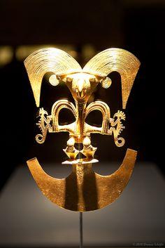 Museo de Oro Bogotá Ancient Aliens, Ancient Art, Colombian Gold, Costa Rica Art, Inca Art, Colombian Culture, Hispanic Art, Masks Art, Indigenous Art