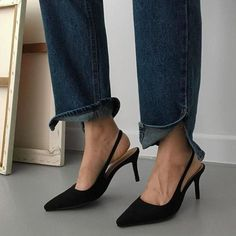 A fashion stylists favourite Women's Shoes. Street Style footwear - Heels, Slides, Mules and sneakers. Your Online destination to cure your shoe obsession. Pumps, Shoes Heels, Black Slingback Heels, Shoes Sneakers, Fashion Shoes, Fashion Accessories, Fashion Gone Rouge, Lookbook, Black High Heels