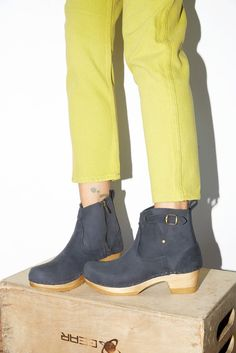 "No.6 5"" Leather Clog Buckle Boot on Mid Heel in Navy"