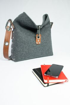 Hey, I found this really awesome Etsy listing at https://www.etsy.com/uk/listing/227037514/felt-handbag-with-fold-over-top-felt-bag