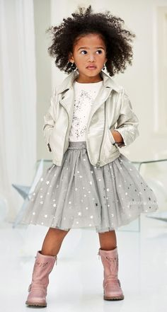 Be a little princess so easy! Go all out this festive season with our selection from Next company. Fashion Kids, Toddler Fashion, Emo Fashion, Arab Fashion, Sporty Fashion, Fashion Women, Winter Fashion, Fashion Trends, Little Girl Outfits