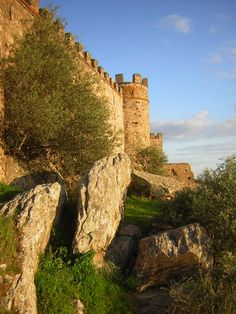 Castillo de Alconchel, (Templar Castle.. 1264-1312) Badajoz, Spain.  -  Castle of Alconchel, would be raised during the period Muslim, and extended   and equipped with new defenses during the centuries XIV and XV.d with new defenses during the centuries XIV and XV