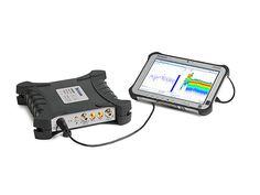 Máy phân tích phổ Tektronix RSA503A. Máy phân tích phổ thời gian thực dạng USB(Spectrum Analyzer) Model: RSA503A Hãng sản xuất:Tektronix - Mỹ Máy phân tích phổ dạng USB Tektronix RSA503A là một máy phân tích phổ cầm tay hiệu suất cao trong một thiết kế tích hợp, nhỏ gọn cho phép phân tích phổ tín hiệu trong thời gian thực, có khả năng phân tích nắm bắt kịp thời những tín hiệu có tần số từ 9kHz đến 3 GHz phù hợp với mục đích sử dụng trong nhiều lĩnh vực.