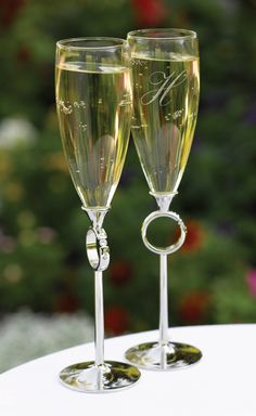 Whether the bride and groom have elegant, simple, or contemporary tastes, WeddingCollectibles has the perfect Wedding Toasting Glasses and Goblets to toast their wedded bliss in style. From the Hot Pink / Orange Toasting Flutes to the Las Vegas Wedding To Wedding Toasting Glasses, Wedding Champagne Flutes, Toasting Flutes, Diy Wedding Supplies, Wedding Supplies Wholesale, Diamond Wedding Theme, 25th Wedding Anniversary Cakes, Anniversary Ideas, Flute Glasses