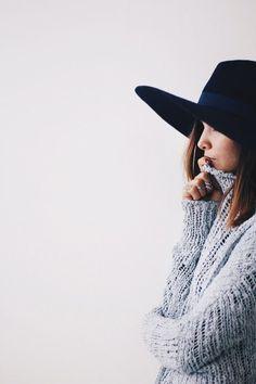 pull en laine et chapeau