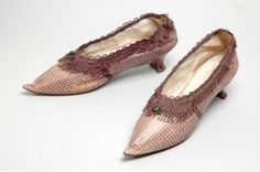 Pair of shoes, silk and leather, 1775-1800.