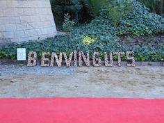 BENVINGUTS en lletres de suro www.eventosycompromiso.com
