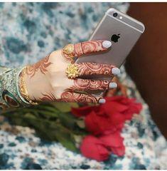 ✨Pinterest:Kubra Yousuf✨ Finger Mehendi Designs, Bridal Henna Designs, Best Mehndi Designs, Henna Mehndi, Henna Art, Hand Henna, Hand Makeup, Mahendi Design, Flowers Instagram