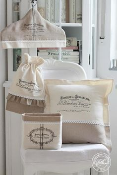 drewniana-szpulka: Wooden Spool: Waiting for my turn Sewing Crafts, Sewing Projects, Diy Sac, Sewing Aprons, Jellyroll Quilts, Wooden Spools, Burlap Crafts, Creation Couture, Vintage Sheets