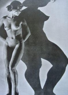 Dora Maar - Assia (nudo e ombra) Shadow Photography, Surrealism Photography, Figure Photography, Nude Photography, People Photography, Artistic Photography, Dora Maar, France Art, Female Photographers
