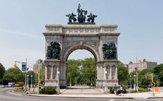 Must-See New York – Top NYC Attractions, Landmarks, Statue of Liberty, Empire State Building / nycgo.com