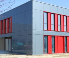 Finishes : Glassic – Clip-fixed glass façade with panes of colour-coated glass Glass Facades, Cladding, Colored Glass, Multi Story Building, It Is Finished, Colour, School, Plaster, Natural Stones