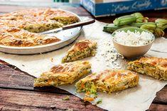 Μια άκρως απολαυστική πίτα με λαχανικά και τυριά, κατευθείαν από τις Κυκλάδες! Διαβάστε τη συνταγή για τη βουτηχτή κυκλαδίτικη πίτα με χωριάτικο φύλλο πολυδημητριακών. Εκτέλεση Τρίβετε σε χοντρό τρίφτη κολοκύθι και καρότο. Ζεσταίνετε το ελαιόλαδο και σοτάρετε κολοκύθι και καρότο σε δυνατή φωτιά να πιουν τα υγρά τους περίπου για 5′. Αλατοπιπερώνετε. Προσθέτετε ψιλοκομμένα τα …