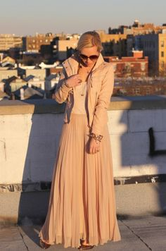 What to Wear On Mother's Day Sunday Brunch outfit #brooklynblonde pastel blush nude pink pleated maxi skirt zara leather jacket