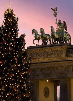 la porte de Brandenbourg de Berlin (Allemagne).