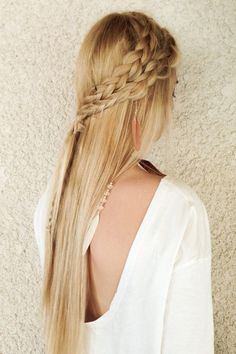 Les plus belles coiffures bohèmes en images, ici une double natte façon couronne loose