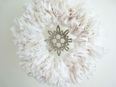 a designer obsessed with pretty things, beautiful spaces, interesting places and.: [ my simple snow white wreath ] Wreath Crafts, Diy Wreath, All Things Christmas, Christmas Crafts, White Christmas, Fabric Wreath, White Wreath, Diy Weihnachten, Cute Crafts