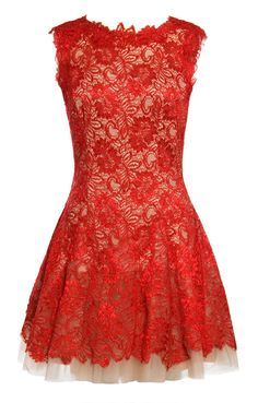 Lace Nha Khanh dress in red