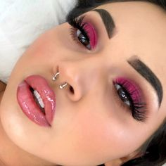 35 Pink Eye Makeup Looks Pink eye makeup is going to be a big beauty trend for summer. So take a look at some of the best pink eye makeup looks, there is sure to be a look for you. Pink Eye Makeup Looks, Pink Makeup, Eye Makeup Tips, Cute Makeup, Makeup Goals, Pretty Makeup, Makeup Inspo, Makeup Inspiration, Beauty Makeup