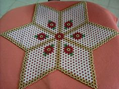 Beaded Christmas Ornaments, Christmas Jewelry, Bead Crafts, Diy Crafts, Rangoli Designs With Dots, French Beaded Flowers, Flower Rangoli, Beaded Bags, Crochet Designs