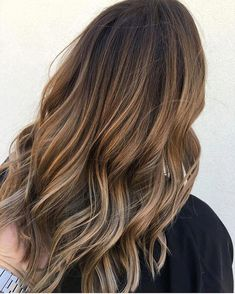Color: 42 Hottest Balayage Hair Color Ideas for Brunettes Balayage Hair Copper, Balayage Hair Blonde Medium, Balayage Hair Caramel, Hair Color Balayage, Hair Highlights, Bronde Balayage, Hair Colour, Cabelo Ombre Hair, Hair Colors