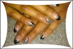 Elegante schwarz-silberne Nails