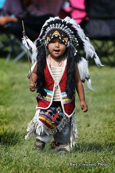 What a cutie Native Child, Native American Children, Native American Warrior, Native American Pictures, Native American Wisdom, Native American Regalia, Native American Beauty, Indian Pictures, American Indian Art