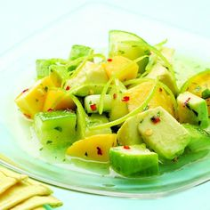 Weight Watchers Recipes, Healthy Tropical Cucumber Salad Recipe Adapted For The Weight Watchers Diet Plan. Weight Watchers Tropical Cucumber Salad Recipe And Onlly 5 Weight Watchers Points Plus Per Serving. Healthy Fruits, Healthy Snacks, Healthy Eating, Healthy Recipes, Healthy Picnic, Mango Salad, Cucumber Salad, Pineapple Salad, Sushi Salad