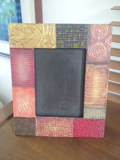 Porta retrato con técnica de texturizado y pinturas metalizadas Frame Crafts, Diy Frame, Mirrored Picture Frames, Old Mirrors, Picture Holders, Mirror Mosaic, Mandala Dots, Decoupage Vintage, Art N Craft