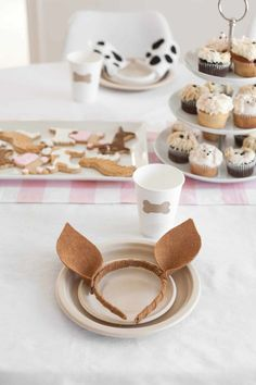 Idées DIY Fêtes : Puppy Party with DIY Birthday Party Decorations Juniper's Puppy-Themed Birthday Party Sharing is caring, don't forget to share Puppy Birthday Parties, Puppy Party, 50th Birthday Party, Birthday Ideas, Happy Birthday, Birthday Cake, Diy Party Dekoration, Minis, Diy Girlande
