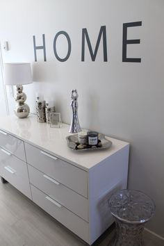 Home White Home Be Design, House Design, Love Home, My Dream Home, White Homes, Home And Living, Living Room, White Chic, Sideboard