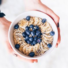 The base for any porridge. To read for those wanting to test this ideal dish for . Healthy Eating Habits, Healthy Snacks For Kids, Clean Eating Snacks, Breakfast Bowls, Breakfast Recipes, Breakfast Healthy, Blueberry Breakfast, Plat Vegan, Granola