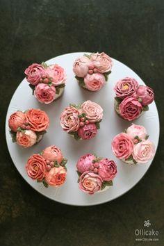 핑크빛 작약 플라워컵케이크입니다~ ^^컵케이크 역시 이렇게 모아놓고봐야 제맛이에요!정말 꽃밭에 온듯 화...