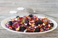 Rødkålsalat med eple og bjørnebær Dessert Recipes, Desserts, Christmas Baking, Fruit Salad, Acai Bowl, Salads, Health Fitness, Breakfast, Food