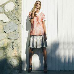 La temperatura aumenta ogni giorno di più e allora vi consigliamo qualche outfit comodo per affrontare il tempo libero e l'arrivo della bella stagione. Blusa e pantalone comodo della collezione Primavera/Estate 2016 Donna de #laFabbricadelLino : i modelli, così comodi ed eleganti, sono tutti 100% #MadeinItaly. Non dimenticatelo!   #laFabbricadelLino #Abbigliamento #PE2016 #Lino