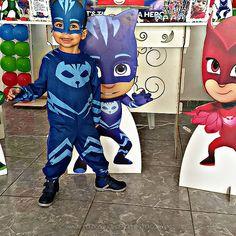 Inspire-se na Festa PJ Masks do Levy, cheia de personalizados lindos feitos usando os moldes gratuitos do blog Fazendo a Nossa Festa.