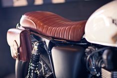 In fact we should credit both the owner of this nifty Triumph Bonneville and Deus America for the final result of a long customization process. The whole job started years ago, as the owner of this Bonneville was the first one to meddle with the standard bike.