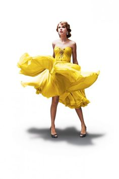 Taylor swift in a yellow dress. Taylor Swift Fotos, Taylor Swift Photoshoot, Taylor Swift Speak Now, Estilo Taylor Swift, Taylor Swift Style, Taylor Swift Pictures, Taylor Alison Swift, Now Albums, One & Only