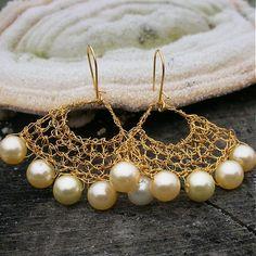 Gold-Perlen-Ohrringe. Handgemachte Draht häkeln Perlen Ohrringe ...