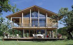 Ökohaus Schauer - Baufritz - http://www.hausbaudirekt.de/haus/oekohaus-schauer/ - Fertighaus als Alpenstil Einfamilienhaus Energiesparhaus Holzhaus Landhaus Modernes Haus mit Satteldach