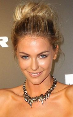Jennifer Hawkins messy bun