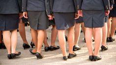mujer-polica-en-desfile-14616488.jpg (284×160)