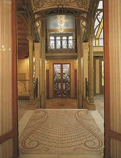 Tassel House in Brussels, Belgium. Art Nouveau home designed by Victor Horta in 1893. It just takes my breath away. So beautiful, so my style :)