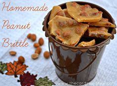 Peanut Brittle An easy Homemade Peanut Brittle recipe that takes no time to make and is utterly addicting!An easy Homemade Peanut Brittle recipe that takes no time to make and is utterly addicting! Homemade Peanut Brittle, Peanut Brittle Recipe, Brittle Recipes, Just Desserts, Delicious Desserts, Yummy Food, Tasty Snacks, Yummy Treats, Sweet Treats