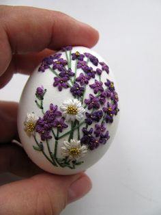 Beautiful hand done Easter Eggs! One Creative Life and Party loves these! Easter Egg Dye, Easter Egg Crafts, Easter Projects, Types Of Eggs, Egg Shell Art, Egg Tree, Easter Egg Designs, Dragon Egg, Faberge Eggs