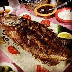 Dinner is served! Excellent whole fried snapper with sliced lemons and limes. #snapper #delicioso #caboflavors